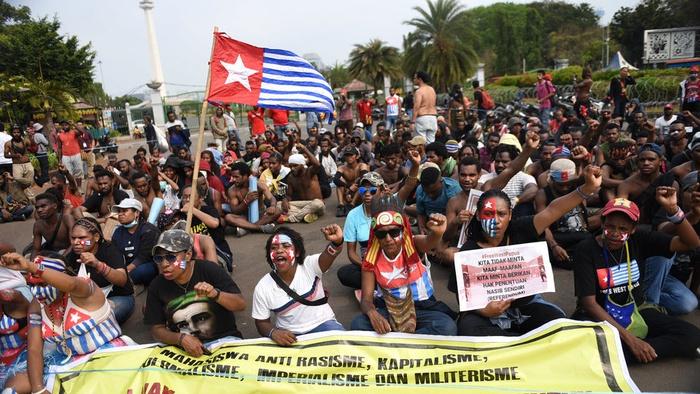 Puluhan mahasiswa asal Papua menggelar aksi di depan Istana Negara, Jakarta, Rabu (28/8/2019). tirto.id/Andrey Gromico