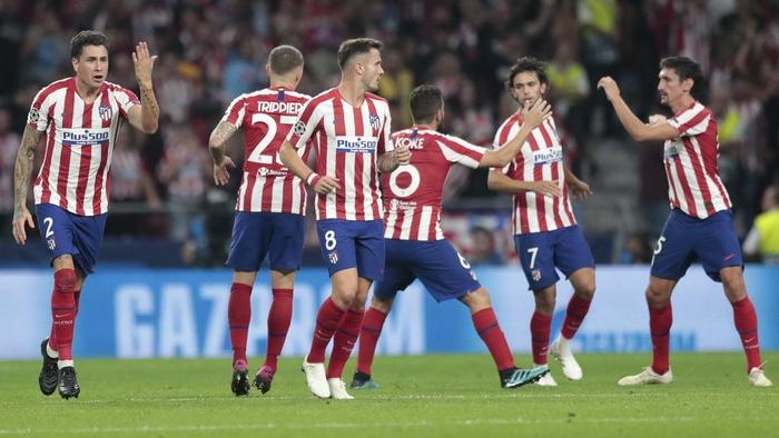 Para pemain Atletico merayakan gol saat pertandingan sepak bola Grup D Liga Champions antara <a href='https://manado.tribunnews.com/tag/atletico-madrid' title='AtleticoMadrid'>AtleticoMadrid</a>n di stadion Wanda Metropolitano di Madrid, Spanyol, Rabu, 18 September 2019. AP / Bernat Armangue