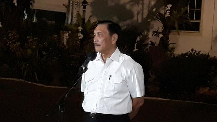 Konpers Menko Maritim Luhut Binsar Panjaitan di Istana Negara usai Bertemu Presiden Joko Widodo, di Jakarta, Selasa (22/10/2019). tirto.id/Bayu Septianto