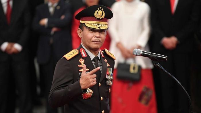 Calon Kapolri Komjen Pol Idham Azis bersiap mengikuti upacara pelantikan yang dipimpin Presiden Joko Widodo di Istana Negara, Jumat (1/11/2019). ANTARA FOTO/Wahyu Putro A/foc.