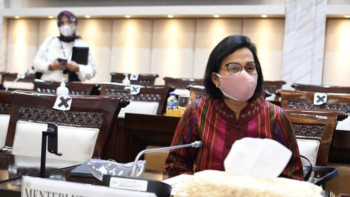 Menteri Keuangan Sri Mulyani bersiap mengikuti rapat kerja dengan Komisi XI DPR di Kompleks Parlemen, Senayan, Jakarta, Senin (15/3/2021). ANTARA FOTO/Hafidz Mubarak A/foc.