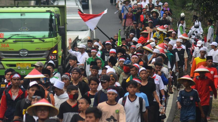Peserta Long March Aksi 212 Lanjutkan Perjalanan dengan Bus