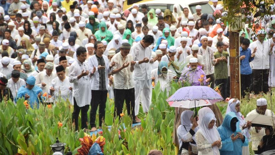 Jokowi Sapa Massa Aksi 2 Desember Usai Salat Jumat
