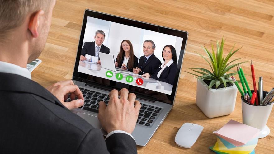 Cara Video Call Grup Via Hangouts Dan Whatsapp Untuk Work From